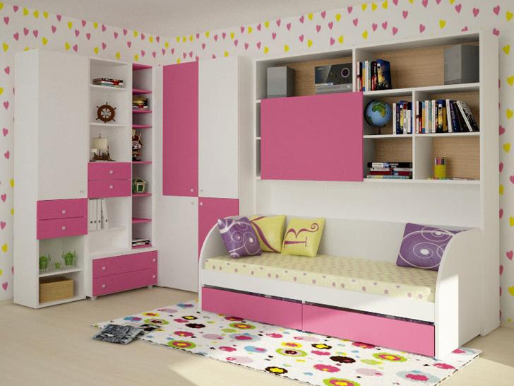 В номере три двухъярусные кровати, индивидуальные запирающиеся ячейки стол