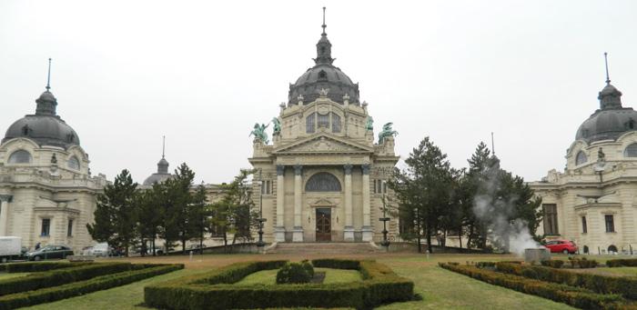 Главный вход в купальню Сечени. Будапешт.