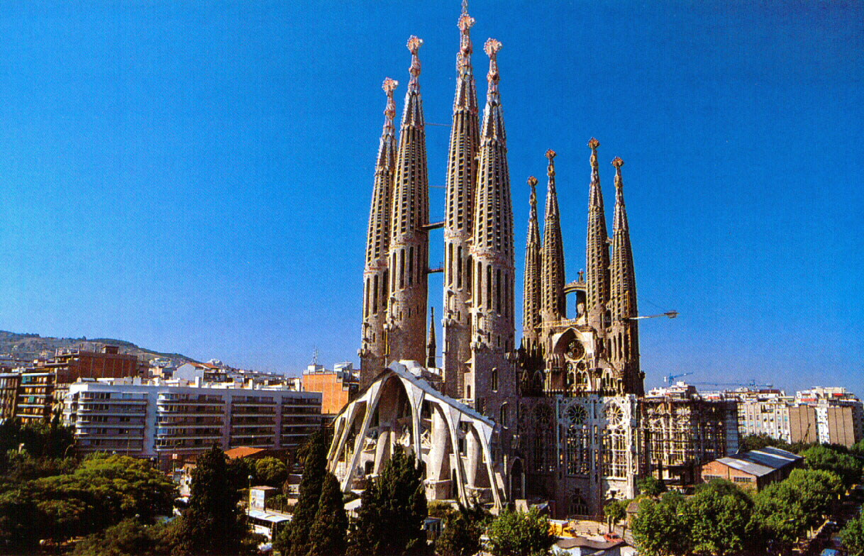 Studying-Spanish-in-Barcelona-City-Guide-imagen-by-arqhys
