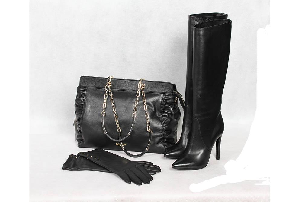 Сапоги женские, кожа, Left and Right; сумка женская, кожа, Blugirl; перчатки женские, кожа, Eleganzza в бутике «Бон марше» г. Чебоксары